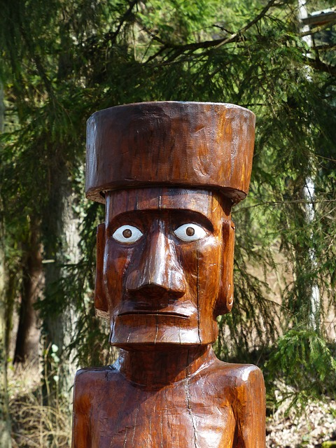 Free holzfigur carving view man hypnosis african totem