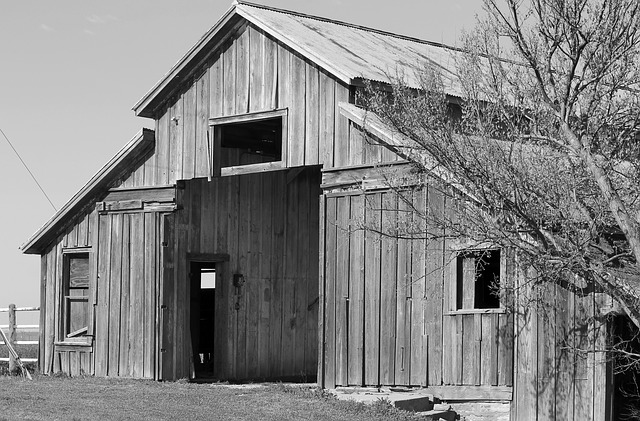 Free barn historic fort reno oklahoma black and white