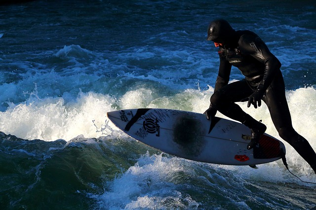 Free sport surf water action jump surfboard eiskanal