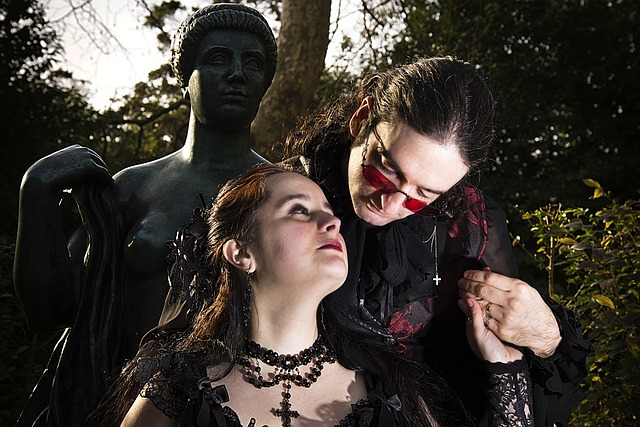 Free gothic casal statue poetry pose