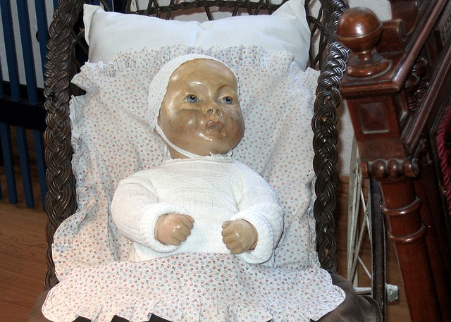 Free doll old old toys dirty girl play doll's bed