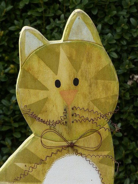 Free cat wood fig colorful colored carved face yellow