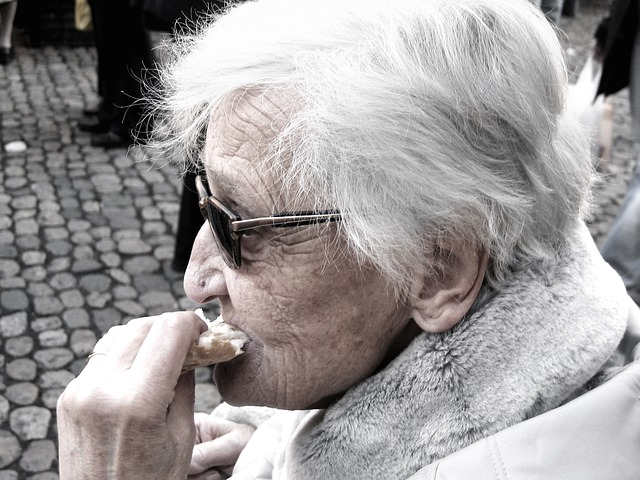 Free Photos: Dependent dementia woman old age alzheimer's | Gerd Altmann