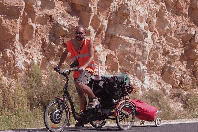 Free equador mountain man bike bicycle baggage hot