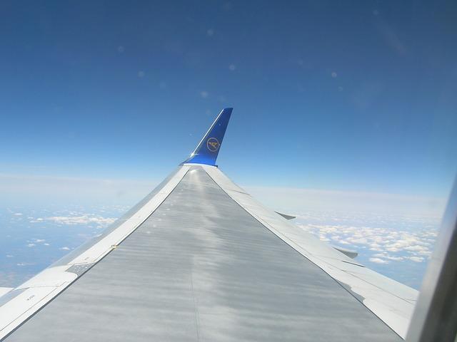 Free aircraft clouds transport jet
