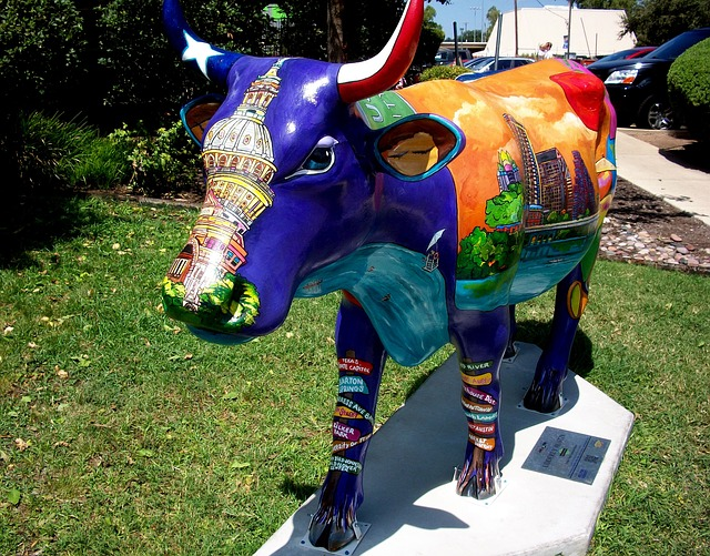Free street art sculpture cow austin texas
