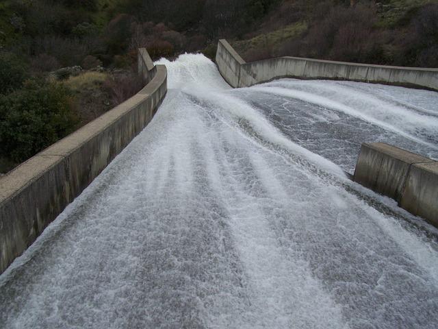 Free segovia dam pontoon spillway water avenue