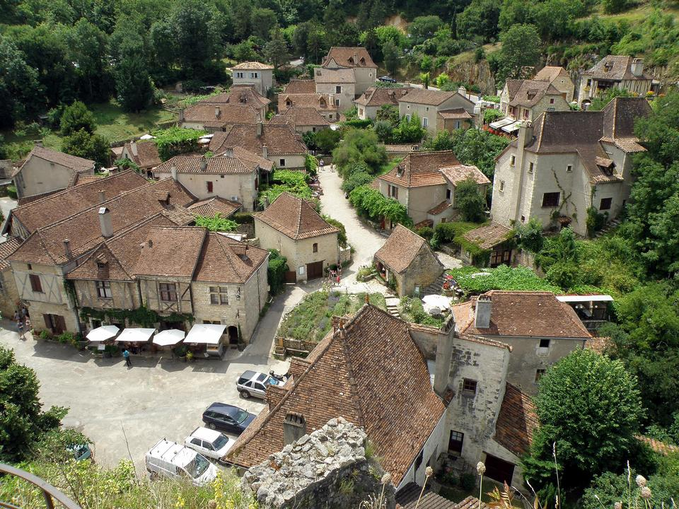 Free small French village of Saint-cirq-Lapopie