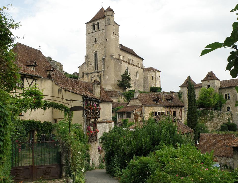 Free Village Saint-cirq-Lapopie with lane and church
