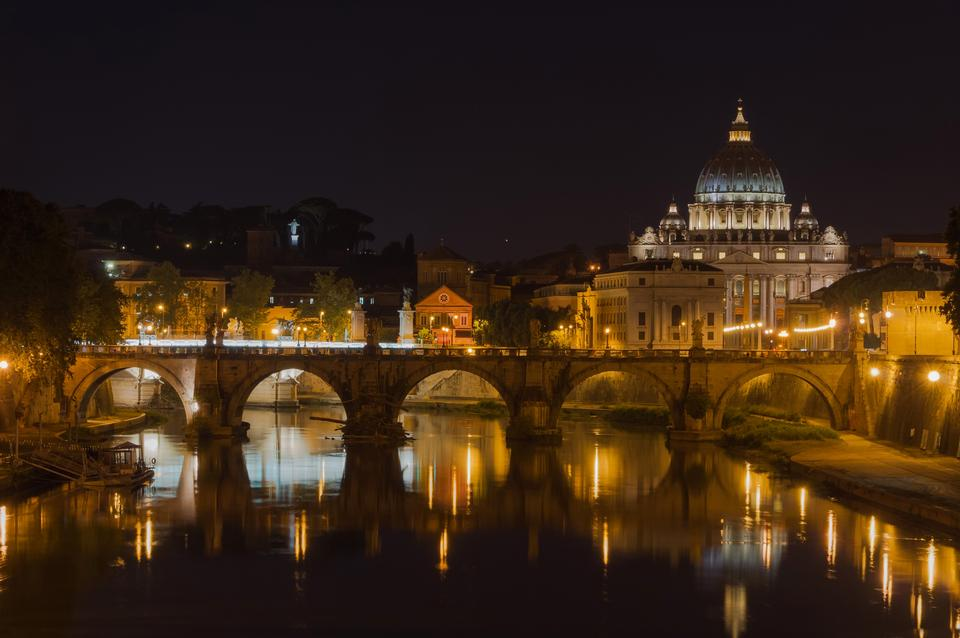 Free Night view at St. Peter's cathedral in Rome, Italy