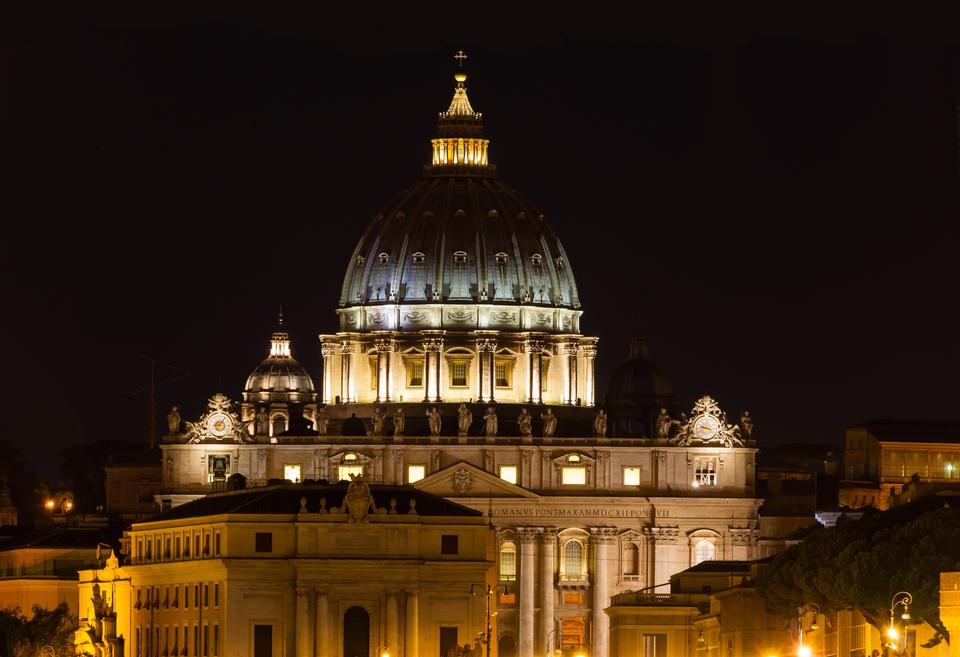 Free Photos: Night view at St. Peter's cathedral in Rome, Italy | eurosnap