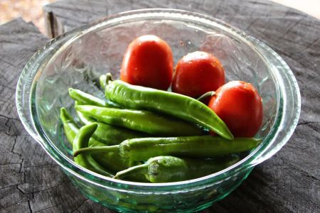 Free Green sweet peppers with fresh tomato
