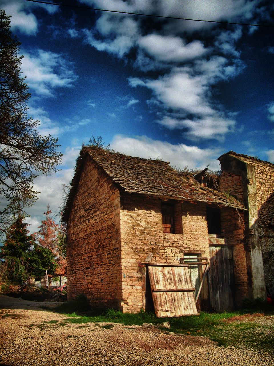 Free Old ruined barn, France