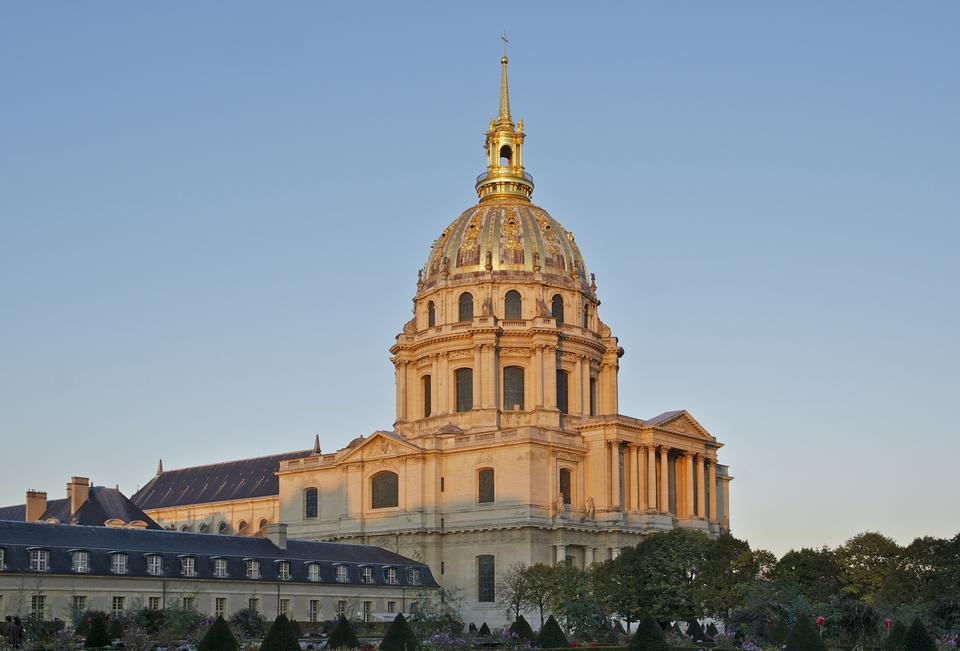 Free Sunset over the cathedral Saint-Louis des Invalides
