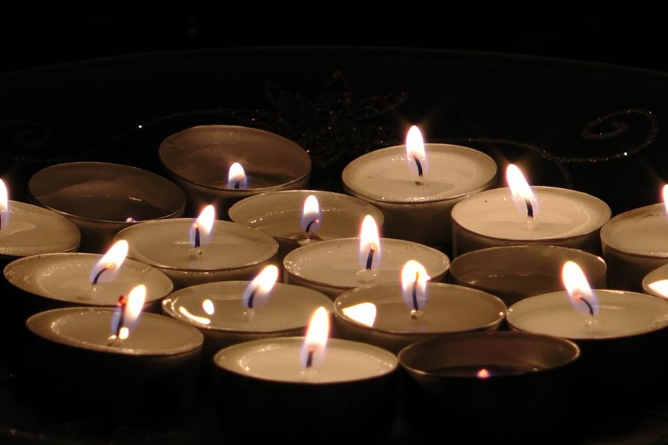 Free Burning tealight candles