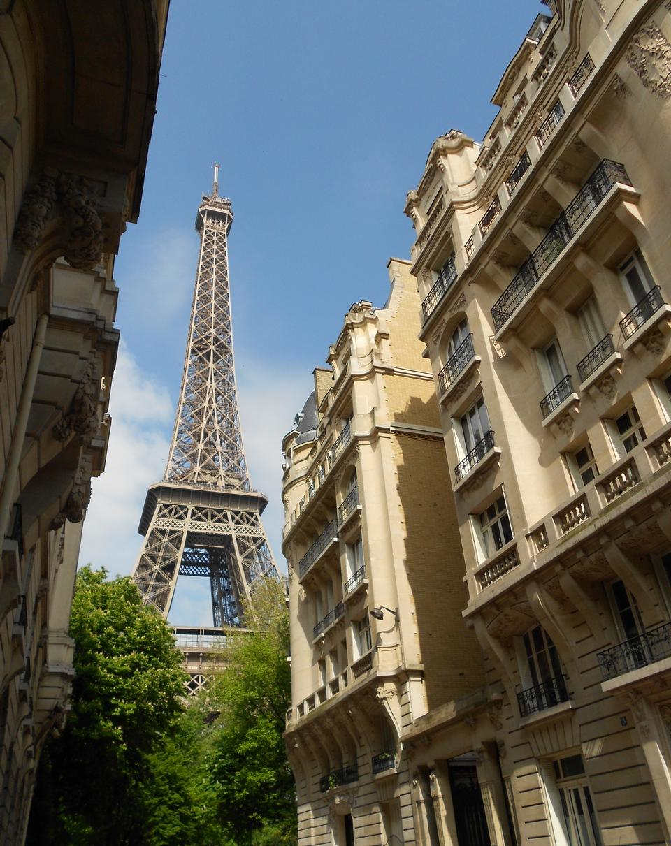 Free eiffel tower in Paris