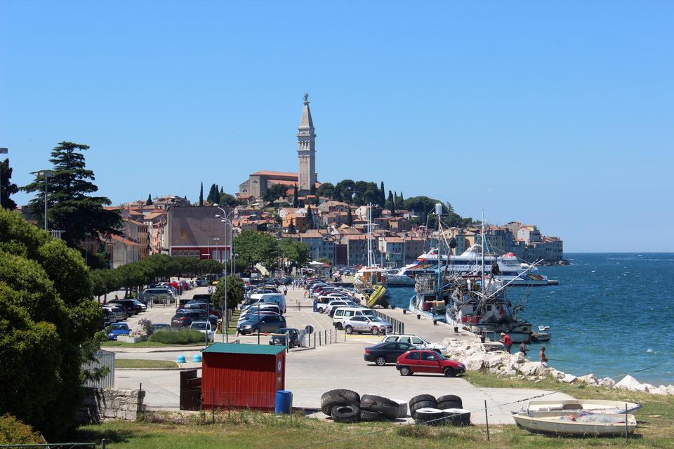 Free Rovinj, Chorwacja.Panorama city from the harbor
