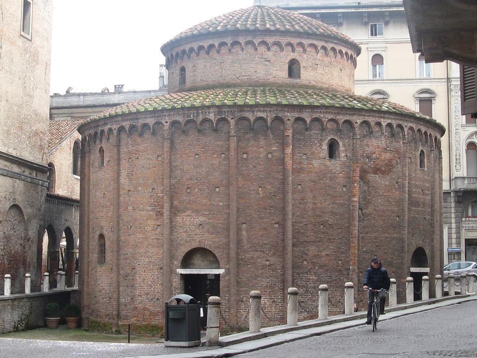 Free The Rotonda of San Lorenzo in Mantua