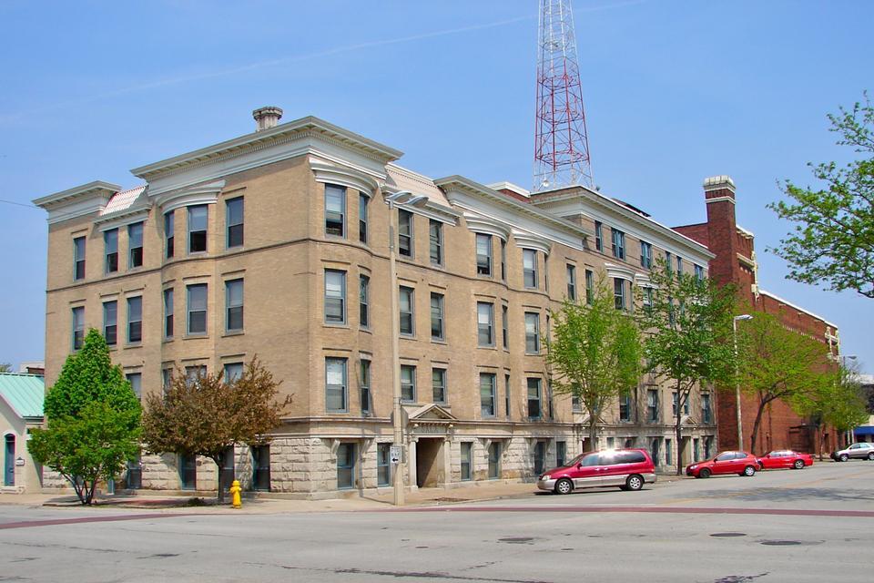 Free Sala Apartment Building Rock Island, Illinois