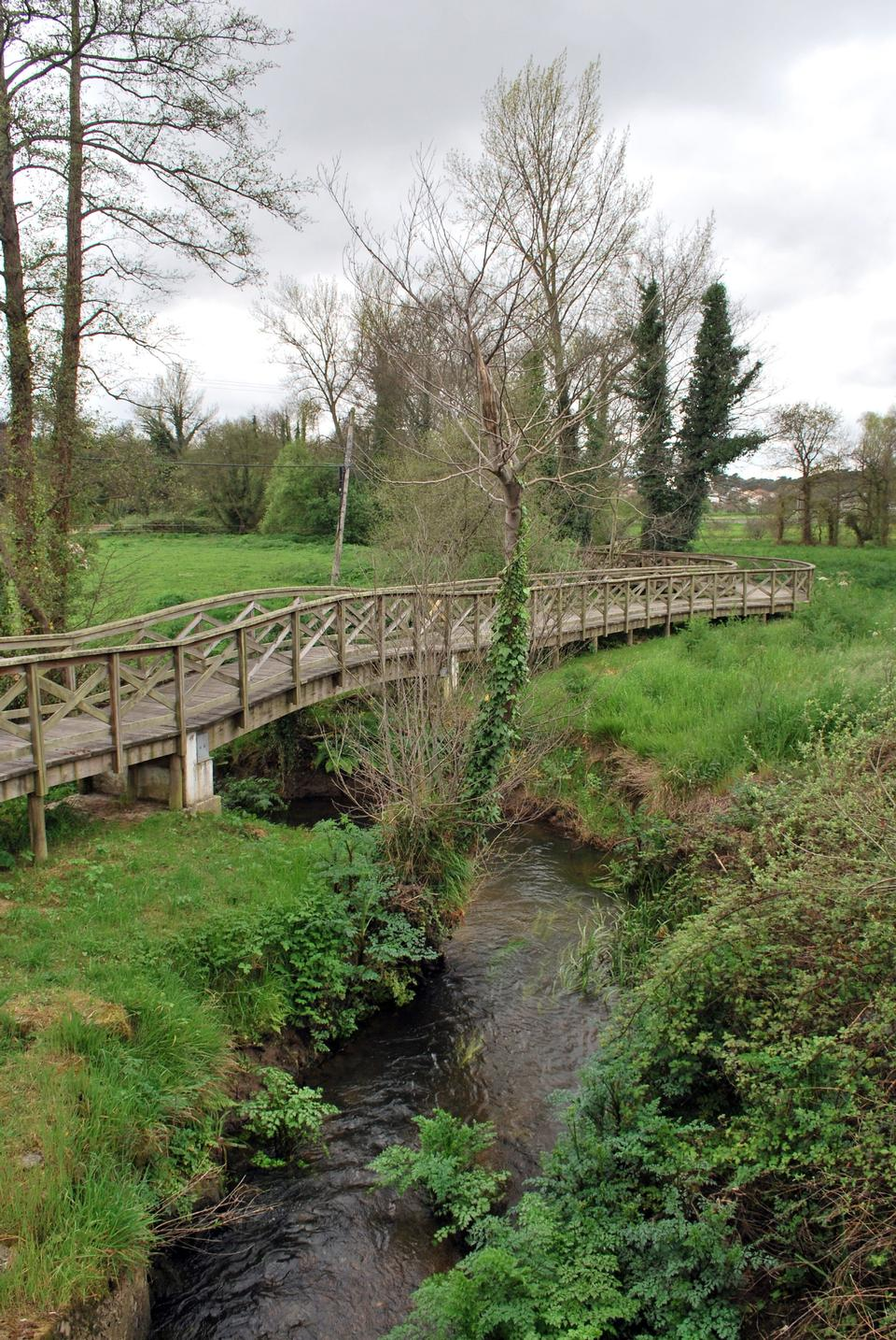 Free the wooden bridge, for transition through the stream