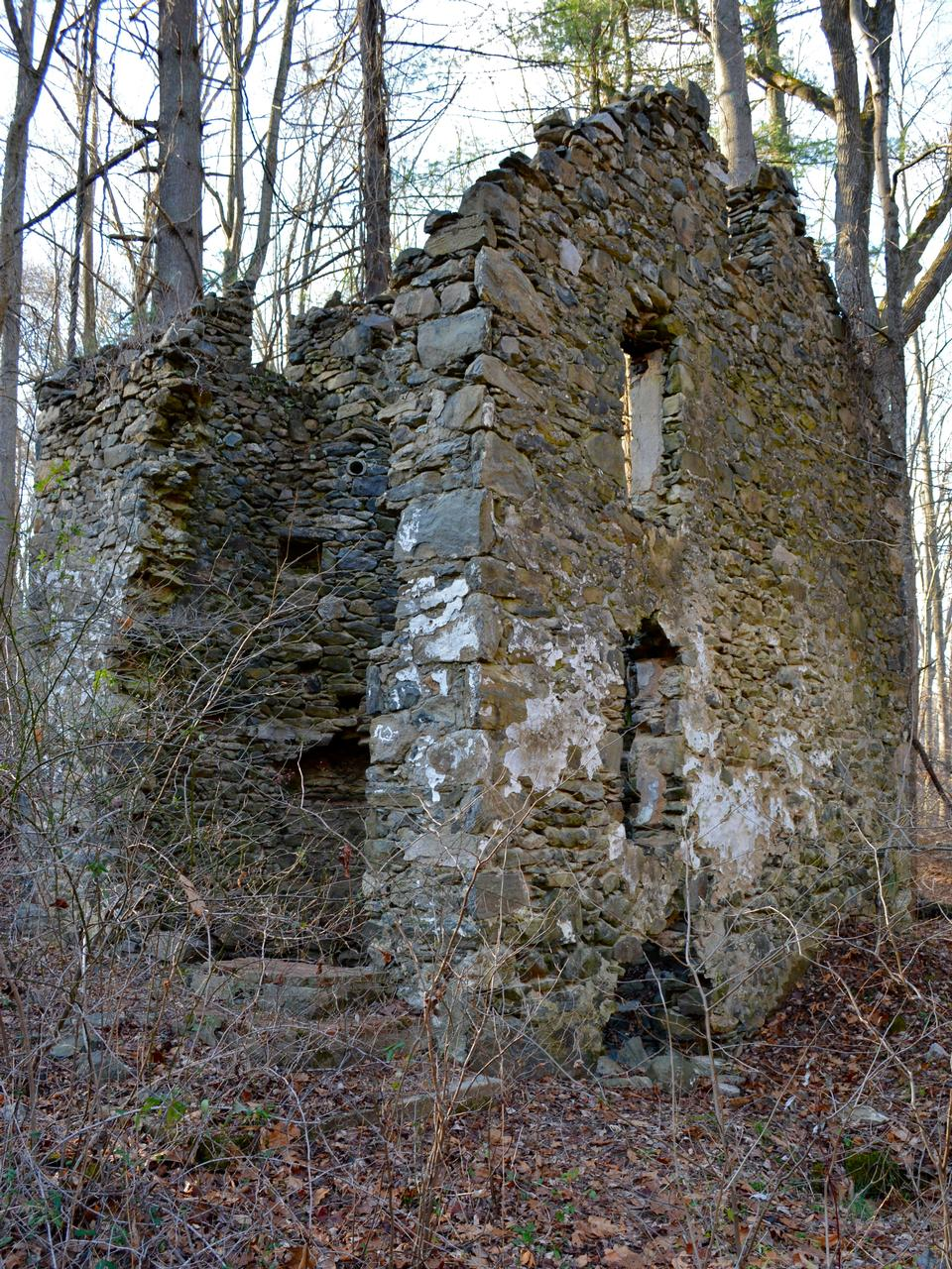 Free Ruins of a cottage in Creek State Park