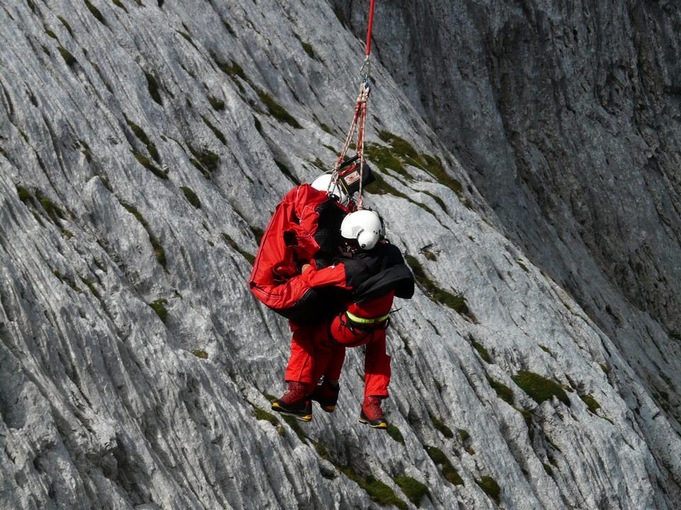 Free Rescue team in montain