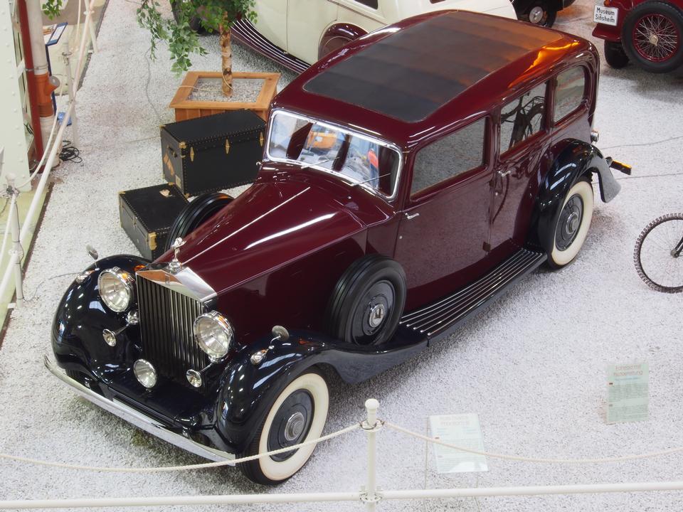 Free Rolls Royce Phantom III