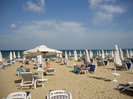 Free Crowded beach in Byala, Bulgaria