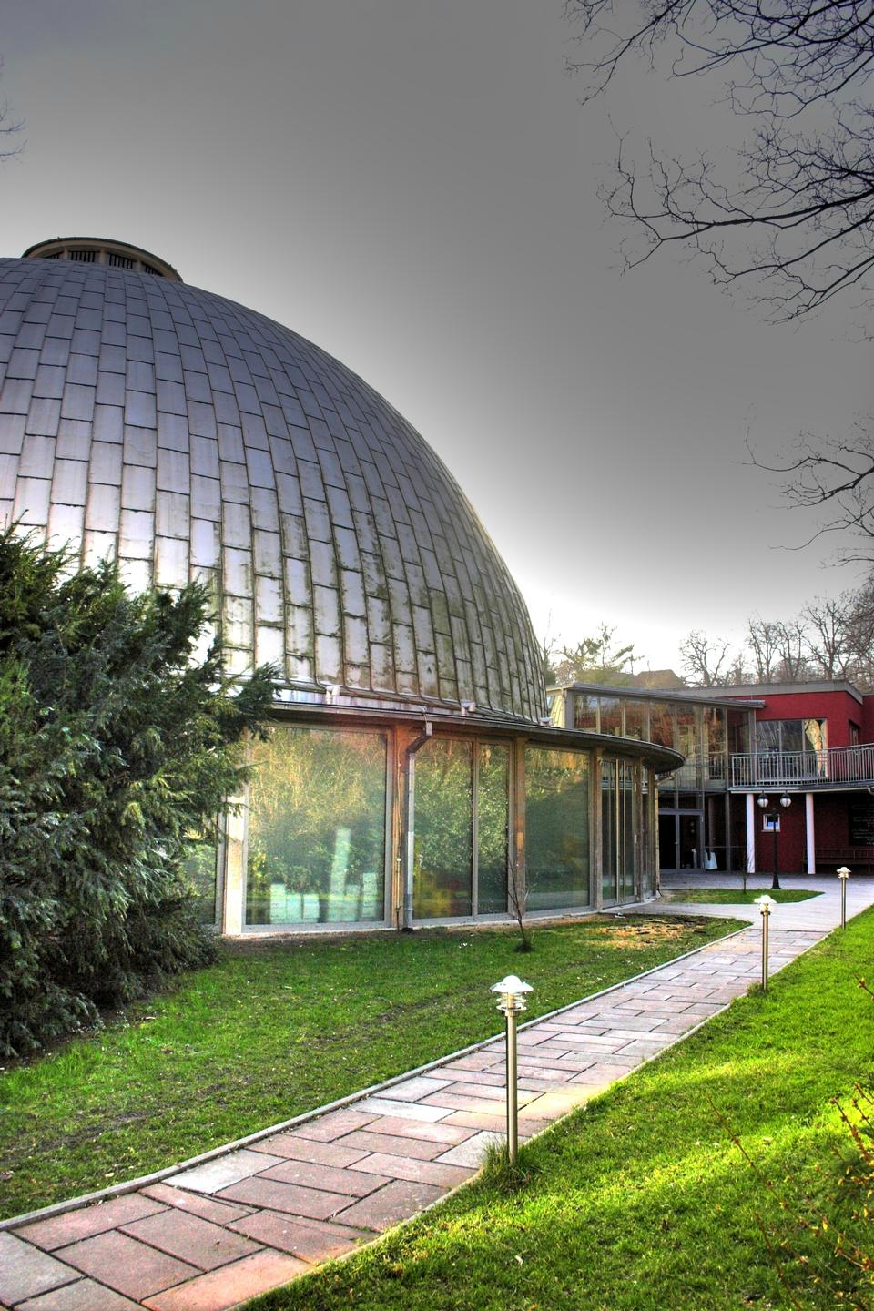 Free planetarium illuminated with grey light