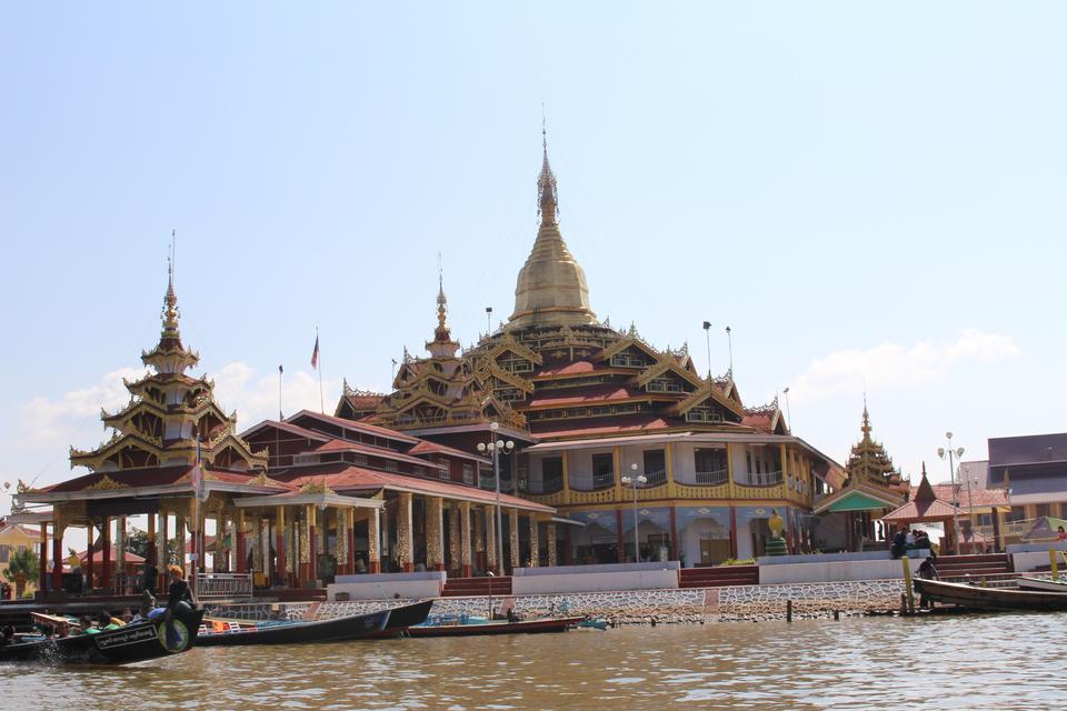 Free Phaung Daw U Pagoda, Nyaungshwe, Inle Lake, Myanmar, Asia