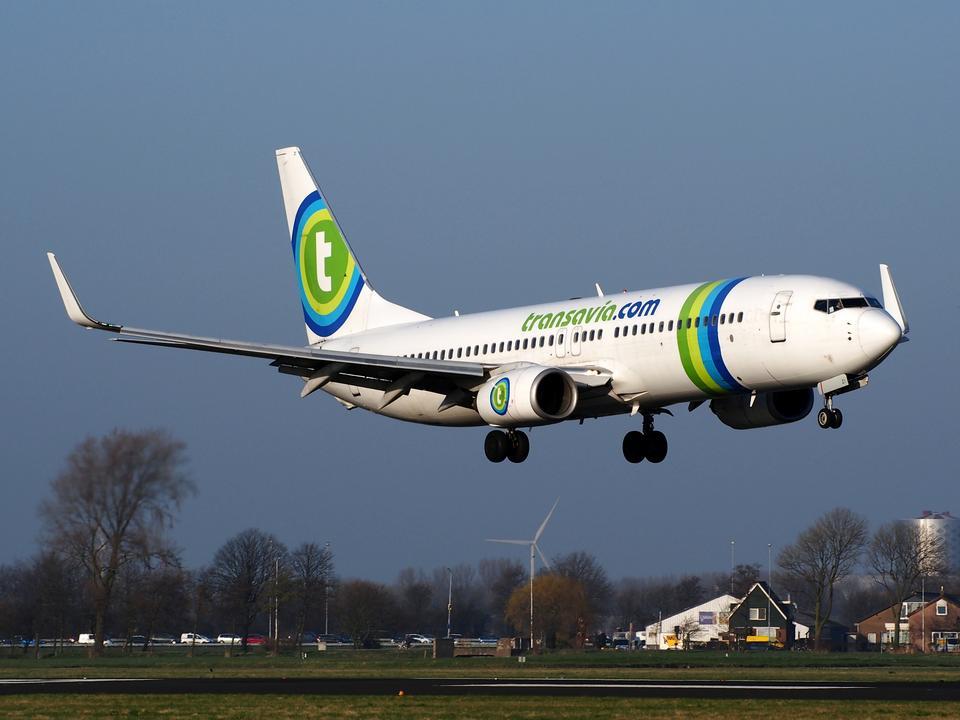 Free Transavia Boeing 737-8K2 landing
