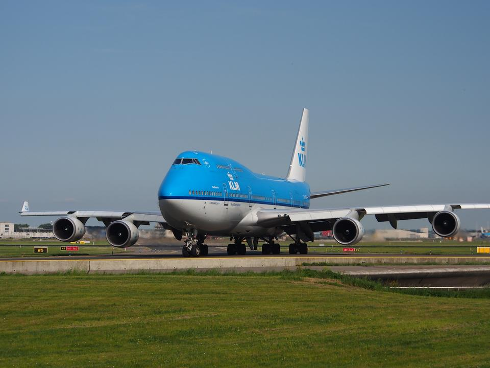 Free Dutch Airlines Boeing 747-406, landing at Schiphol