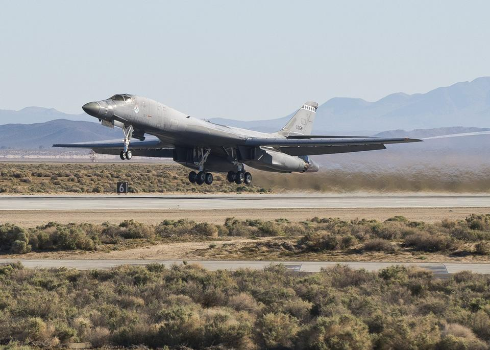 Free A B-1B Lancer takes off to begin testing