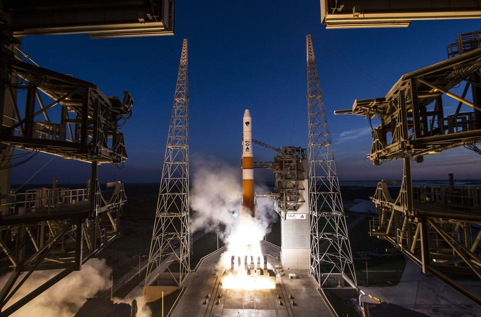 Free A Delta IV rocket lifts GPS IIF-6 into space