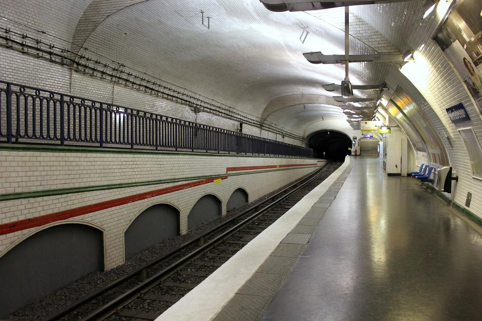 Free Paris Metro station