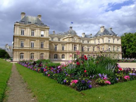Free Luxembourg Palace in Luxembourg Garden
