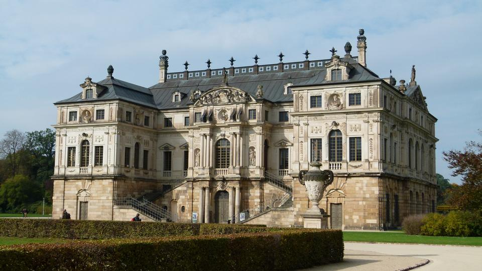 Free Palace in the great garden in the city of Dresden