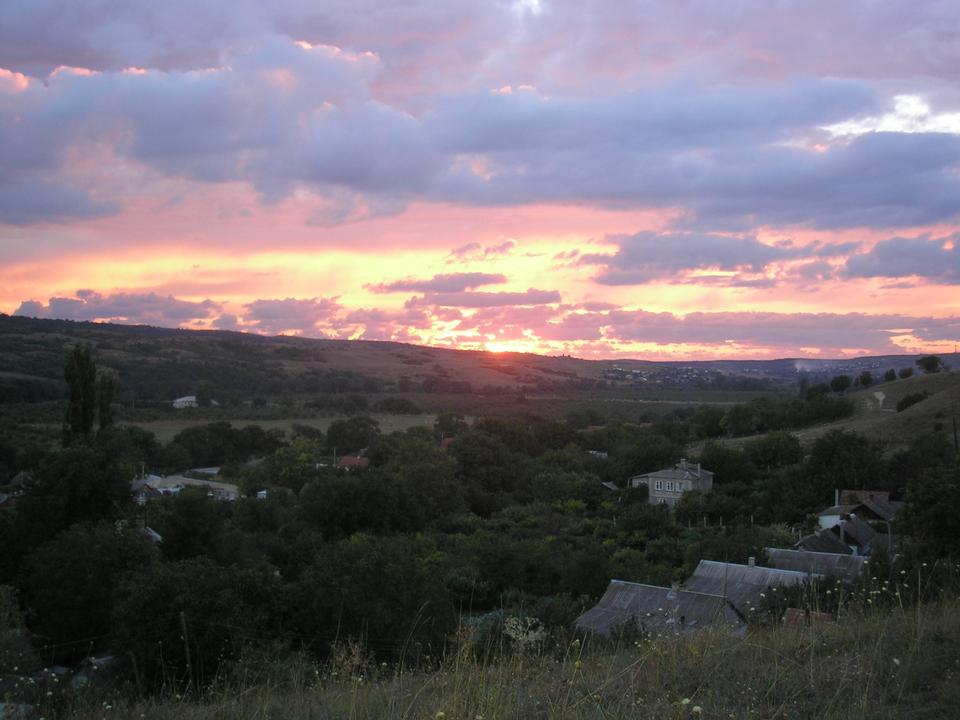 Free view of traditional Crimea village with sunset