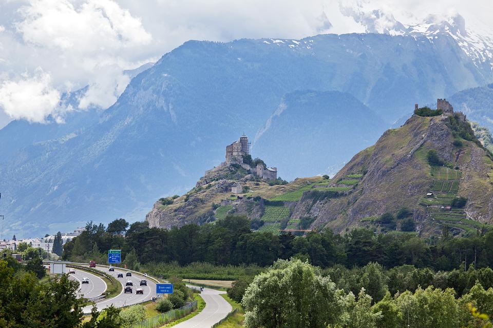 Free Sion skyline with Chateau de Tourbillon