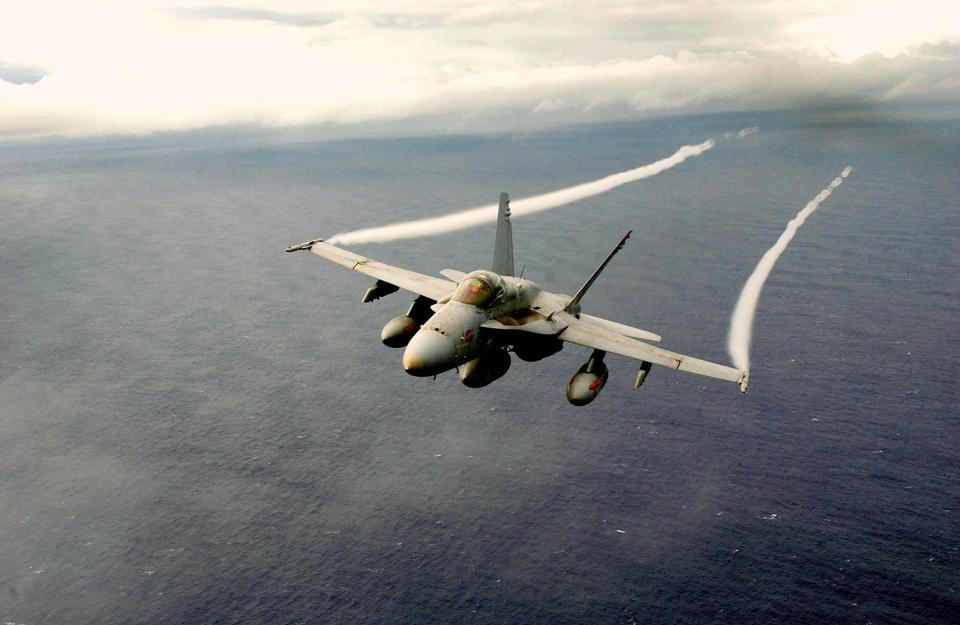 Free Photos: An F/A-18 Hornet assigned to the Mighty Shrikes of Strike Fighter | miliman