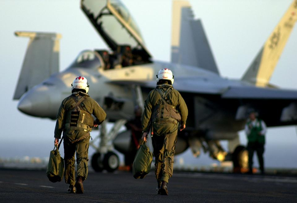 Free Naval aviators assigned to the Diamondbacks of Strike Fighter