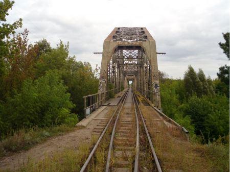 Free Old vintage railway bridge over river