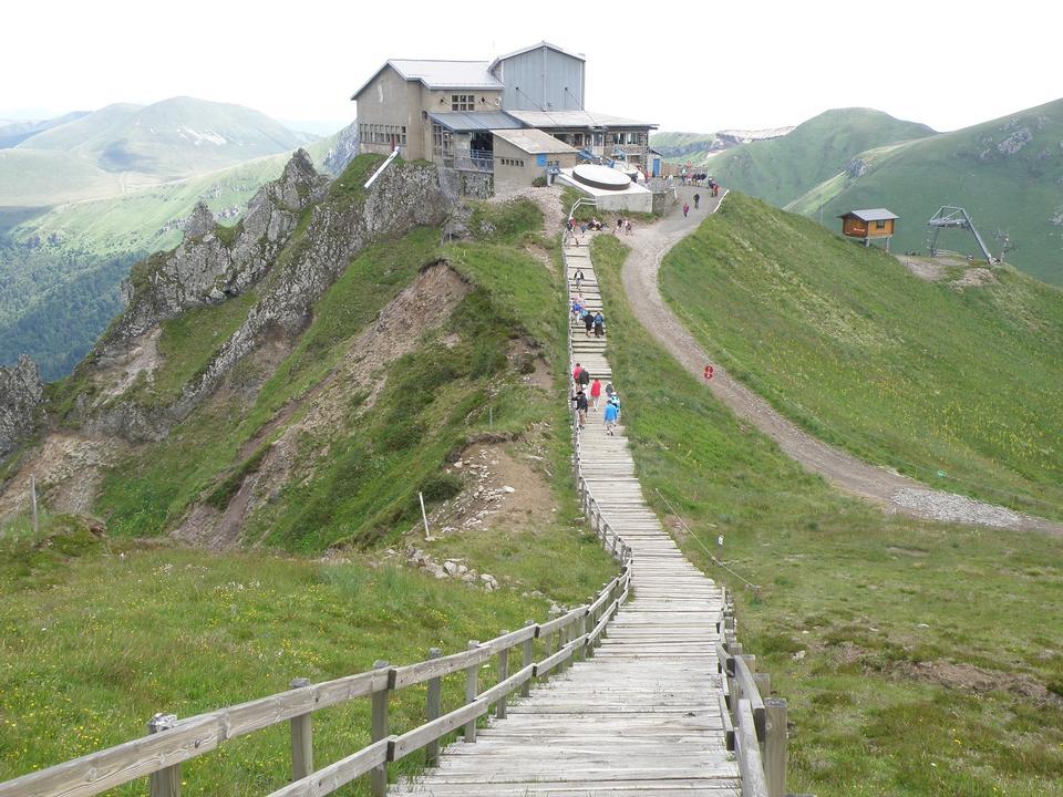 Free Auvergne Volcano national park