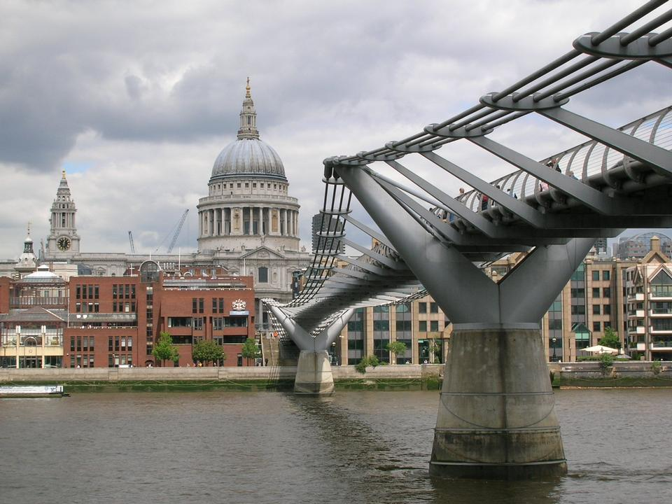 Free Millennium Bridge and St.Paul's Cathedral