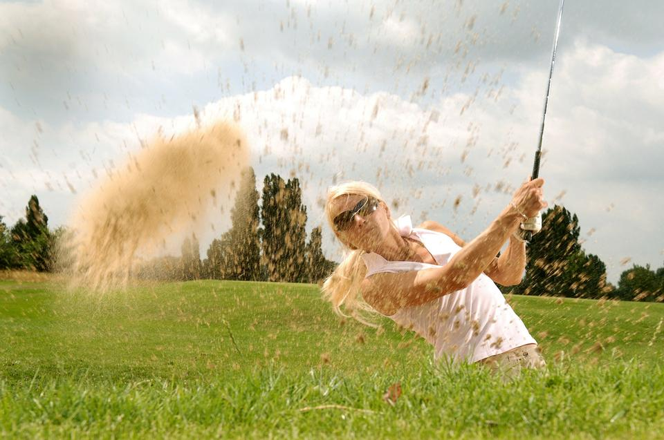 Free Young girl playing golf