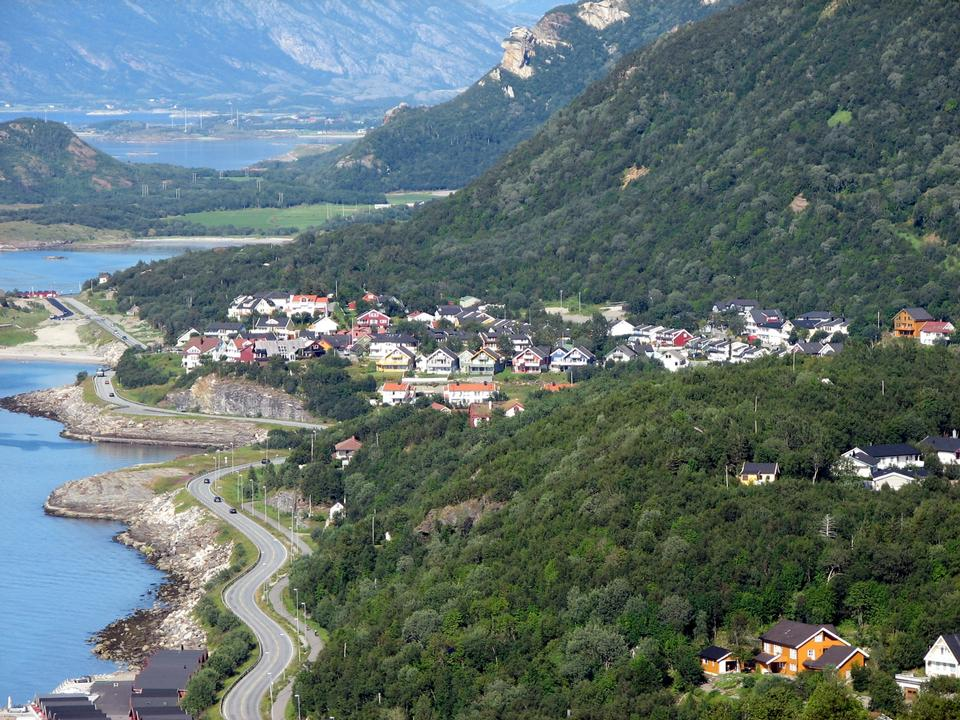 Free Coastal road in Norway leading to Bodo