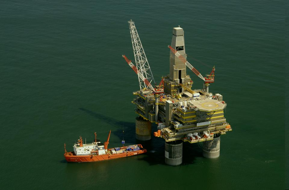 Free Photos: Oil platform | publicdomain