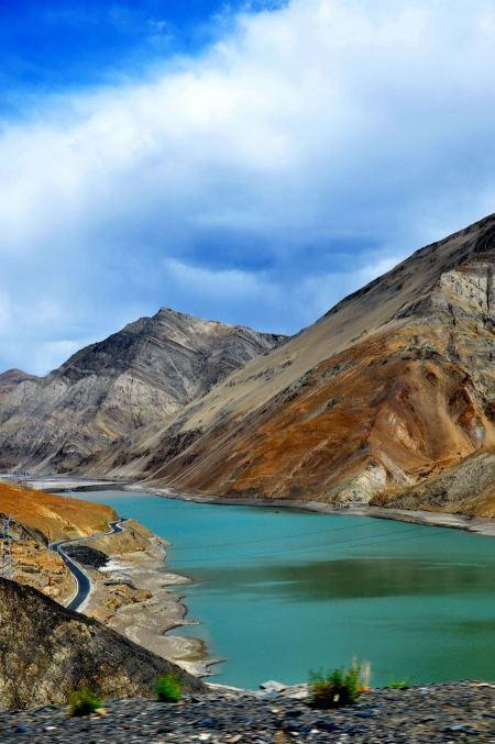 Free Yamdrok-tso lake shines on sunny blue sky day in Tibet