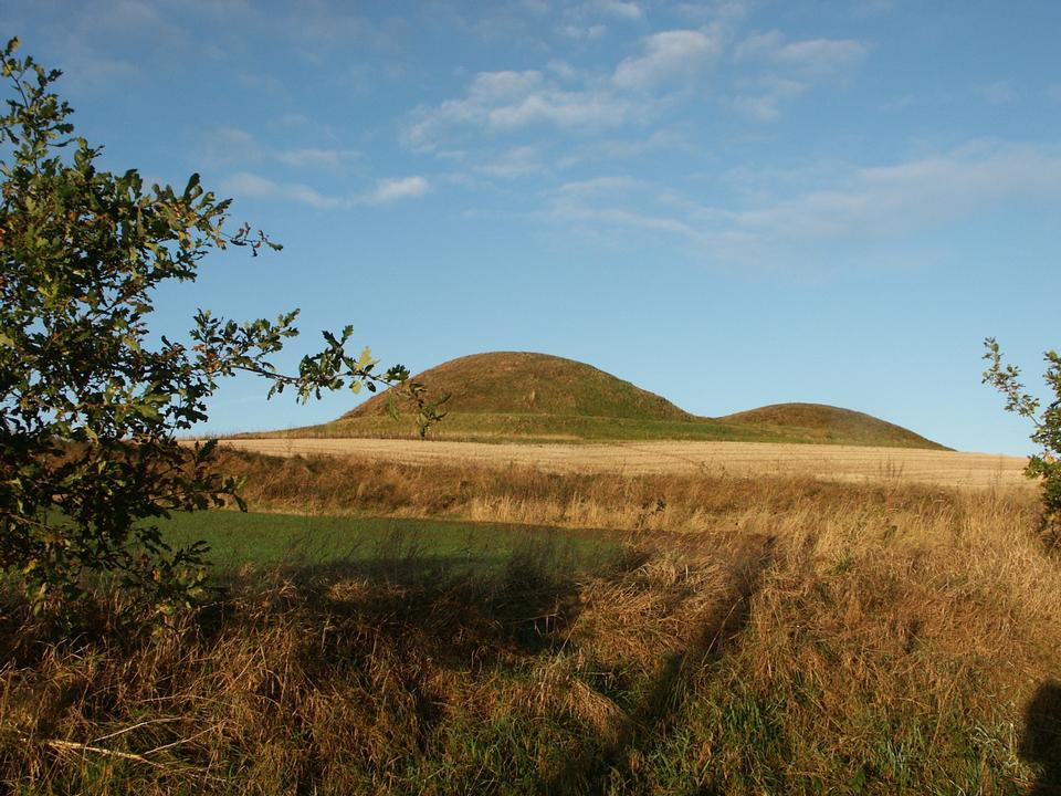 Free bronze age burial mounds