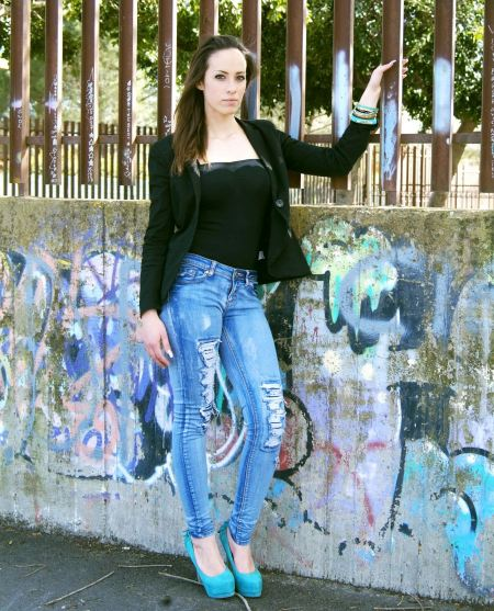 Free a beautiful girl is in fashion style, glamur